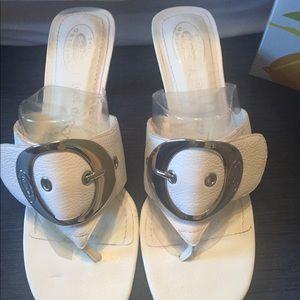 f22568c0b708e8 Dr. Scholl s Shoes - Dr Scholl s Zodiac White kitten heel sandal